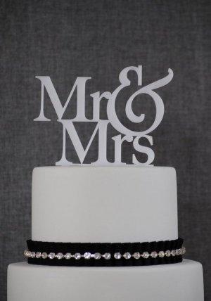 """Wedding Cake Topper """"Mr & Mrs"""" - White"""